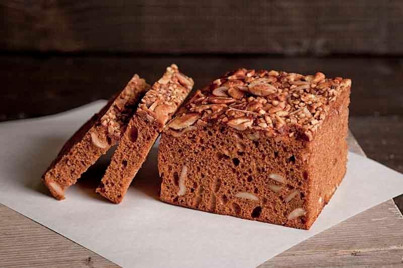 Ontbijtkoek met noten (8-10 plakjes)