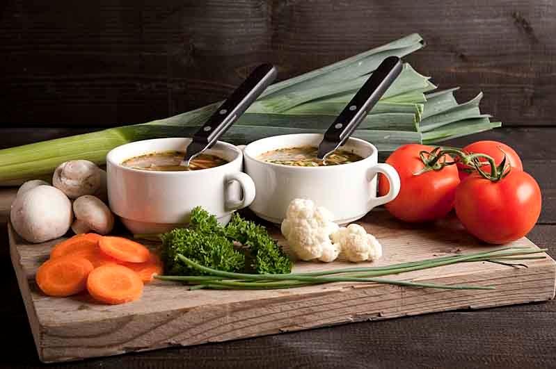 Groentensoep met runderballetjes (arrangement voor 10 personen)