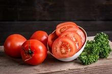 Tomaat -tros in plakjes