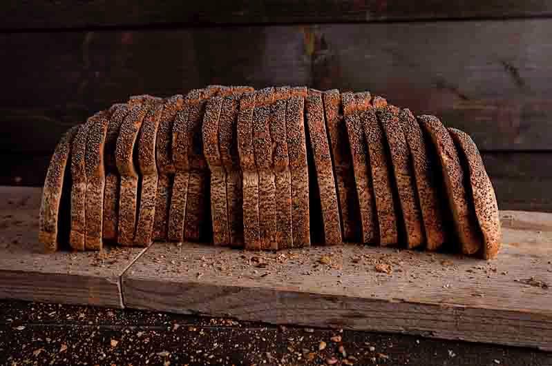 Vloerbrood volkoren maanzaad heel
