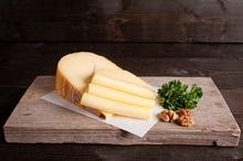 Jong belegen kaas a.h. stuk