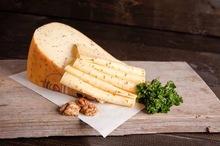 Jonge Leidsche kaas gesneden