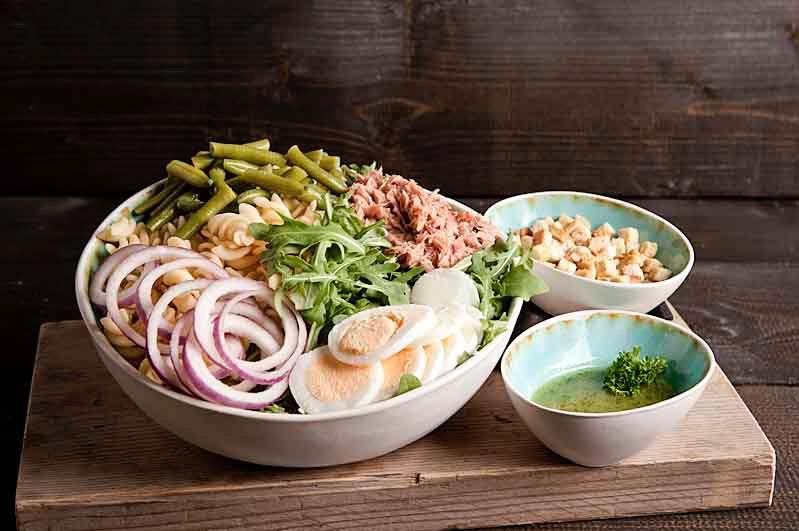 Pasta salade tonijn kom (tot 10 personen)