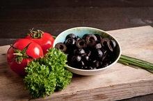 Zwarte olijfschijfjes bakje 100 gram