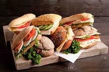 Vegatarische exclusive box diverse belegde broodjes 10 stuks