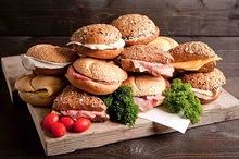 Businessbox diverse belegde broodjes 15 stuks (ca. 55 gram)