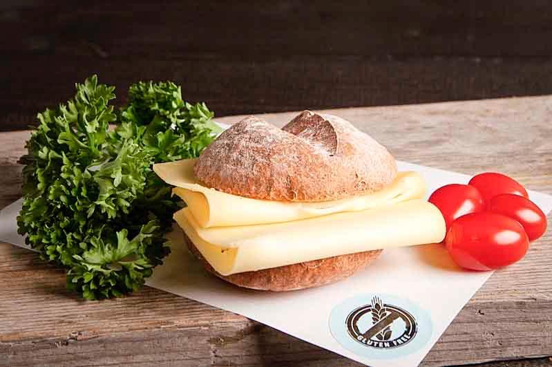 Glutenvrij broodje jonge kaas
