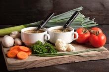 Soeparrangement tomaat-roombasilicum soep voor 10 personen